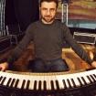 Fabrizio Allegrini pianista e tastierista in concerto.