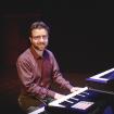 Fabrizio Allegrini pianista, tastierista e insegnante in concerto.